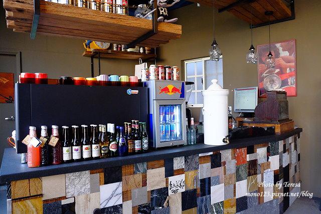 1444057051 1721833904 - 神岡咖啡│BAKKU Garage 老車車庫.一群熱愛偉士牌的車友所打造的休憩空間,販售的除了配備、飲料,還有濃濃的人情味