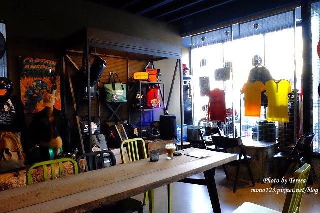 1444057062 2473549654 - 神岡咖啡│BAKKU Garage 老車車庫.一群熱愛偉士牌的車友所打造的休憩空間,販售的除了配備、飲料,還有濃濃的人情味