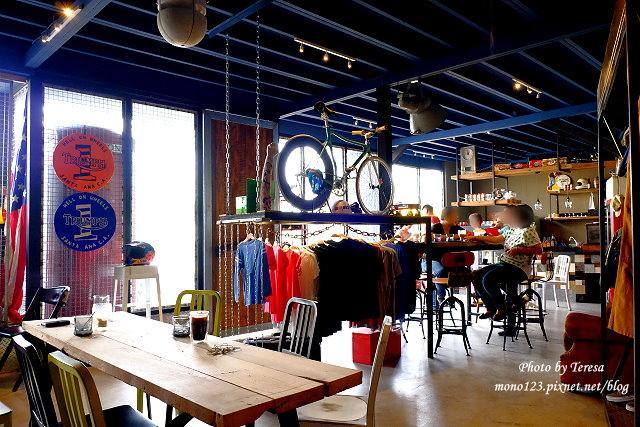 1444057117 903344802 - 神岡咖啡│BAKKU Garage 老車車庫.一群熱愛偉士牌的車友所打造的休憩空間,販售的除了配備、飲料,還有濃濃的人情味