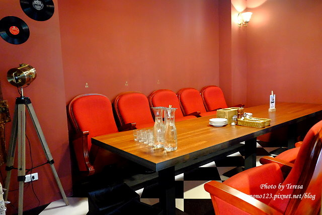1444151494 3535359787 - 【台中西區.義式餐廳】薄多義義式手工披薩  Bite 2 eat.高雄來的平價義式餐廳,吸引人的除了餐點,還有那打造成歐洲街道的環境