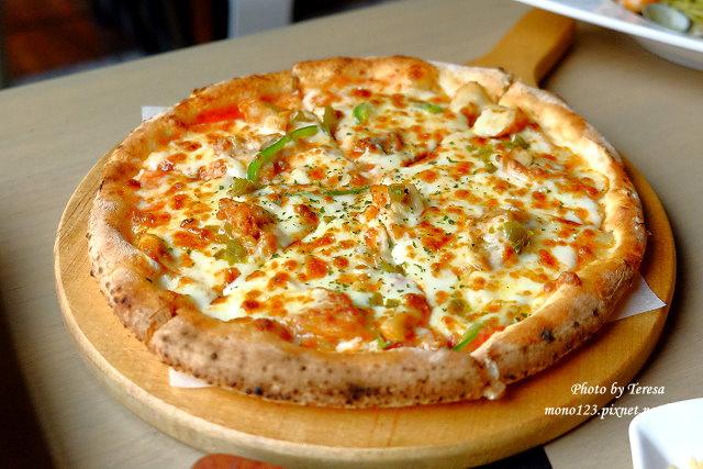 1444151545 3510580139 - 【台中西區.義式餐廳】薄多義義式手工披薩  Bite 2 eat.高雄來的平價義式餐廳,吸引人的除了餐點,還有那打造成歐洲街道的環境