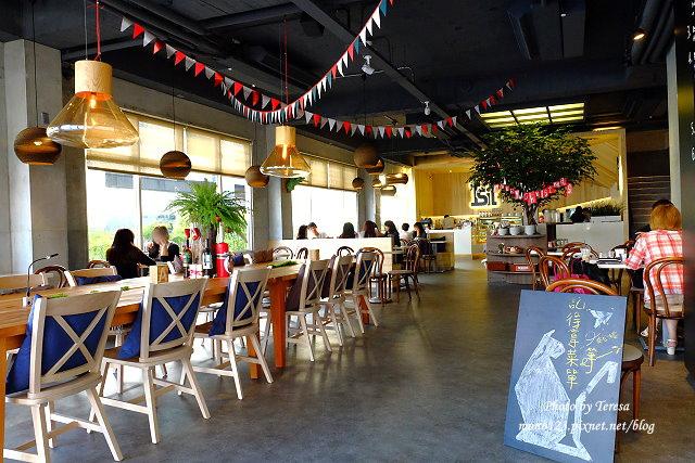 1447862754 1284523720 - 【台中西區.義式餐廳】Isit.做咖啡系列三號店,一樓有美式餐廳的歡樂氛圍,二樓是安靜空間,整體環境大氣又舒適(已歇業)