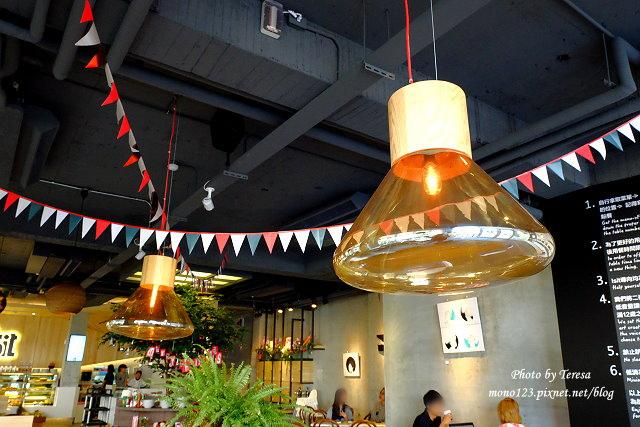1447862765 1881808312 - 【台中西區.義式餐廳】Isit.做咖啡系列三號店,一樓有美式餐廳的歡樂氛圍,二樓是安靜空間,整體環境大氣又舒適(已歇業)