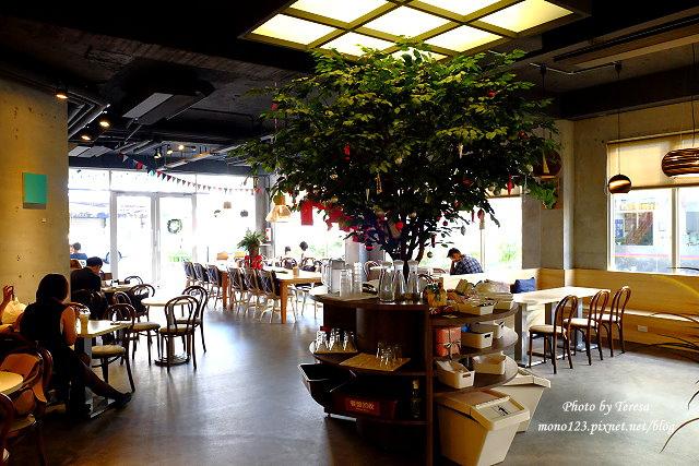 1447862780 532147067 - 【台中西區.義式餐廳】Isit.做咖啡系列三號店,一樓有美式餐廳的歡樂氛圍,二樓是安靜空間,整體環境大氣又舒適(已歇業)