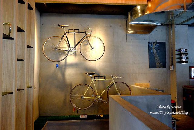 1447862781 896578927 - 【台中西區.義式餐廳】Isit.做咖啡系列三號店,一樓有美式餐廳的歡樂氛圍,二樓是安靜空間,整體環境大氣又舒適(已歇業)