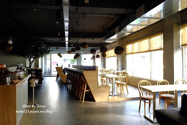 1447862784 1176662718 - 【台中西區.義式餐廳】Isit.做咖啡系列三號店,一樓有美式餐廳的歡樂氛圍,二樓是安靜空間,整體環境大氣又舒適(已歇業)
