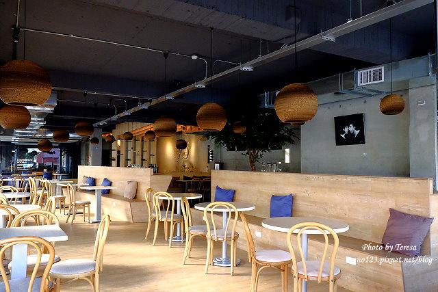 1447862792 3587373884 - 【台中西區.義式餐廳】Isit.做咖啡系列三號店,一樓有美式餐廳的歡樂氛圍,二樓是安靜空間,整體環境大氣又舒適(已歇業)