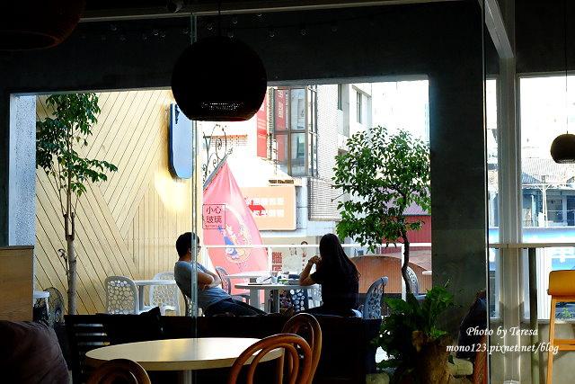 1447862796 607852747 - 【台中西區.義式餐廳】Isit.做咖啡系列三號店,一樓有美式餐廳的歡樂氛圍,二樓是安靜空間,整體環境大氣又舒適(已歇業)