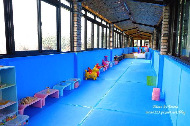 1454258611 2760221063 - 【台中大雅】愛baby親子樂活館,大雅親子餐廳,有氣墊溜滑梯、投籃機、電動搖搖車、玩具釣魚池、大沙坑、大球池、積木‧‧‧宛如一個小型夜市,帶小孩殺時間的好地方,記得穿襪子哦…
