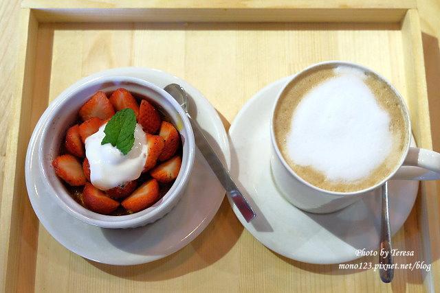 1459957612 2451549571 - 【台中西區.下午茶】Square Kitchen Coffee.以花藝空間為主題的咖啡館,簡約的清新設計風格,近科博館商圈