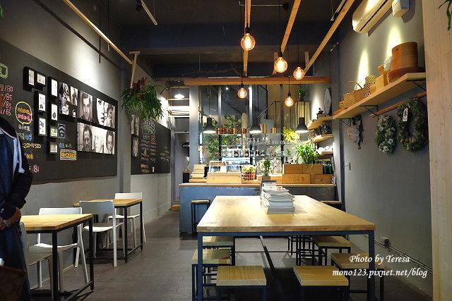 1459957621 806048473 - 【台中西區.下午茶】Square Kitchen Coffee.以花藝空間為主題的咖啡館,簡約的清新設計風格,近科博館商圈