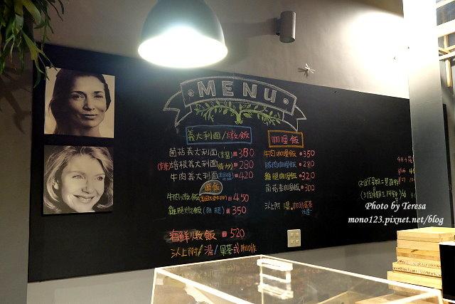 1459957625 3176501391 - 【台中西區.下午茶】Square Kitchen Coffee.以花藝空間為主題的咖啡館,簡約的清新設計風格,近科博館商圈