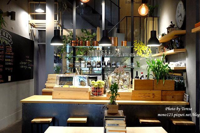 1459957626 1851816110 - 【台中西區.下午茶】Square Kitchen Coffee.以花藝空間為主題的咖啡館,簡約的清新設計風格,近科博館商圈
