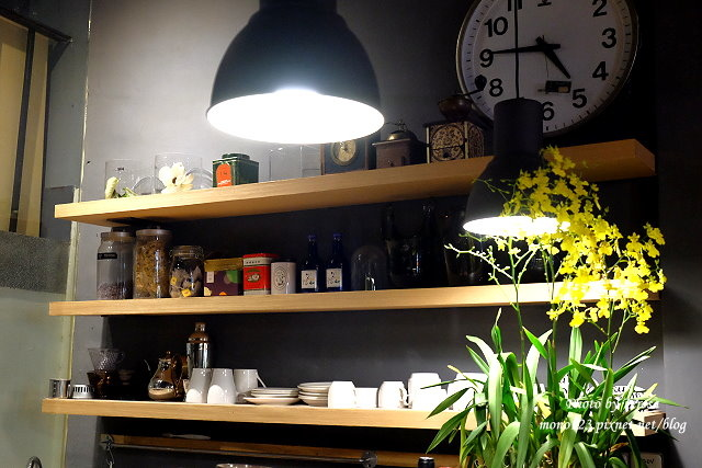 1459957629 976786341 - 【台中西區.下午茶】Square Kitchen Coffee.以花藝空間為主題的咖啡館,簡約的清新設計風格,近科博館商圈