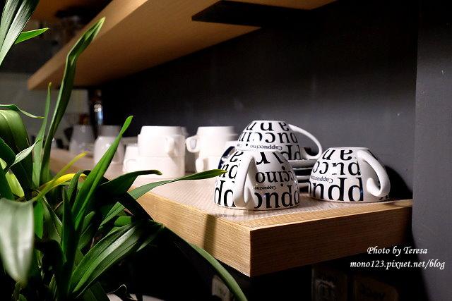 1459957635 1369556164 - 【台中西區.下午茶】Square Kitchen Coffee.以花藝空間為主題的咖啡館,簡約的清新設計風格,近科博館商圈