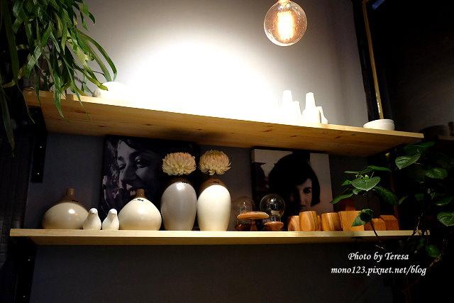 1459957636 1591768189 - 【台中西區.下午茶】Square Kitchen Coffee.以花藝空間為主題的咖啡館,簡約的清新設計風格,近科博館商圈