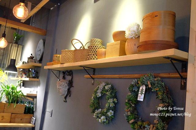 1459957638 2126903880 - 【台中西區.下午茶】Square Kitchen Coffee.以花藝空間為主題的咖啡館,簡約的清新設計風格,近科博館商圈