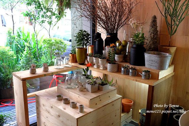 1459957641 3973240731 - 【台中西區.下午茶】Square Kitchen Coffee.以花藝空間為主題的咖啡館,簡約的清新設計風格,近科博館商圈