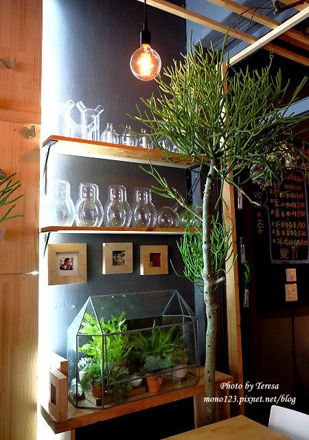 1459957648 448514557 - 【台中西區.下午茶】Square Kitchen Coffee.以花藝空間為主題的咖啡館,簡約的清新設計風格,近科博館商圈