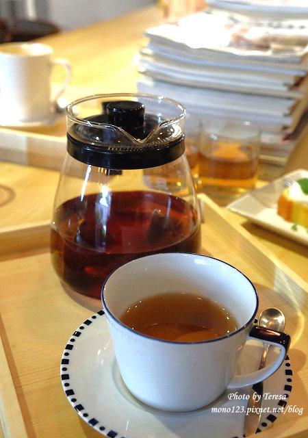 1459957662 3580486184 - 【台中西區.下午茶】Square Kitchen Coffee.以花藝空間為主題的咖啡館,簡約的清新設計風格,近科博館商圈