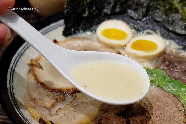 1464625188 3873025792 - 【台中北屯.拉麵】同拉麵.大坑的深夜食堂,有接近日本味的拉麵和關東煮.也有現在正夯的小鮮肉和燈泡奶茶