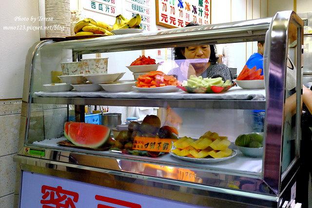 1470591947 1051015130 - 【台中中區.冰品】龍川冰果室.中華夜市裡的老牌冰店,招牌蜜豆冰和烤吐司再來一杯木瓜牛奶,是傳承四代的好味道