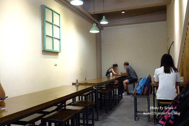 1472487941 62332851 - 【台中逢甲】逢甲冰菓室.很有復古風味的冰菓室,半顆鳳梨當器皿,好看又好吃,吸睛度百分百