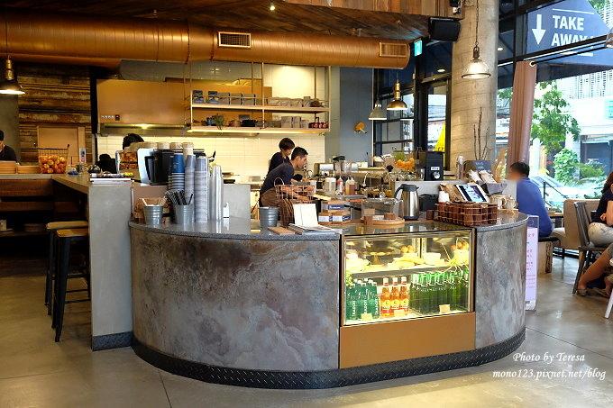 1476890940 3818226178 - 【台中北屯.早午餐】Send Smile Coffee 憲賣咖啡@熱河店.裝潢大器有質感,餐點有特色只是價格偏高,設有內用區和外帶區