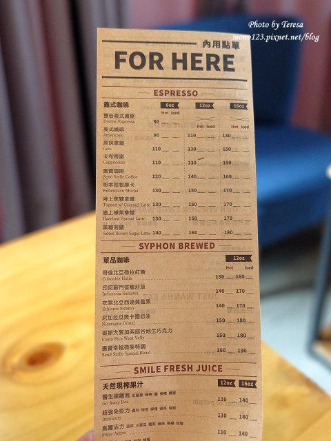 1476890977 3951382465 - 【台中北屯.早午餐】Send Smile Coffee 憲賣咖啡@熱河店.裝潢大器有質感,餐點有特色只是價格偏高,設有內用區和外帶區