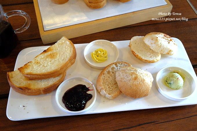 1478448476 3983389469 - 【台中西屯.下午茶】手樂S.L CAF`E.中科附近工業風格的咖啡館,有全時段的輕食和午後嚴選的甜點,咖啡有厚度~