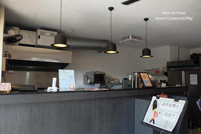 1482854389 430856751 - 熱血採訪︱台中東區︱漢堡巴士 Burger Bus.旱溪夜市旁充滿英國風味的早午餐店,還有許多可愛的紅色小巴士和水管人,近旱溪夜市、台中火車站