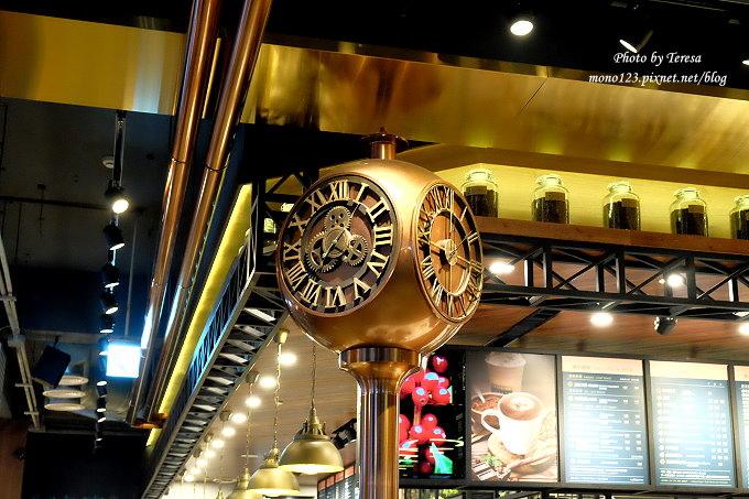 1485181378 3378784124 - 台中南屯︱卡啡那CAFFAINA@大墩店.工業風的設計還有整面書牆爬上天花板,大墩家樂福旁