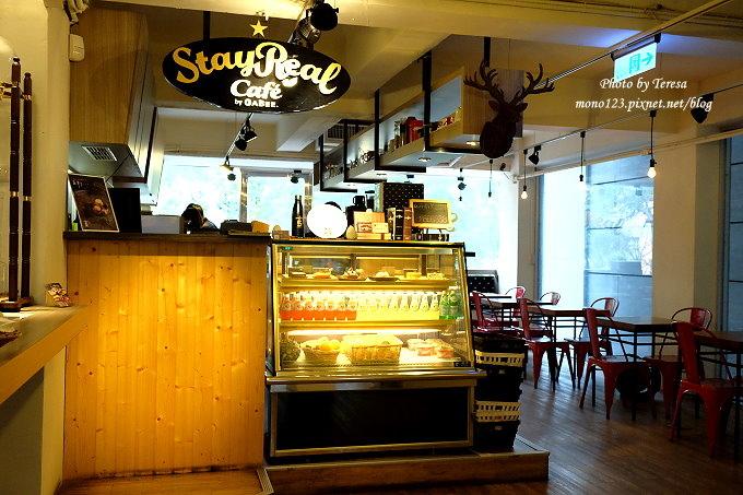 1485181529 3998214212 - 台中北區︱STAYREAL Cafe@一中店.五月天阿信所經營的潮牌店,一樓是服飾店,二樓是咖啡館