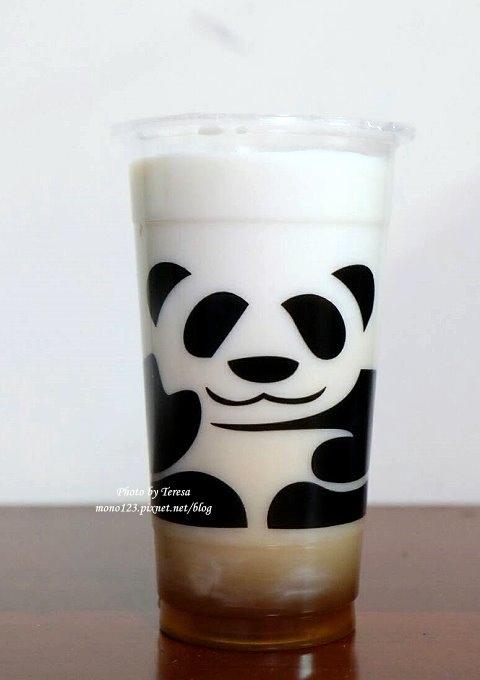 1499188054 350082324 - 熱血採訪│三軒茶屋.萌萌的貓熊爬上杯子,吸睛又療癒,漸層的奶霜、鮮奶茶系列好喝度百分百,小三美日旁、新宿廣場對面