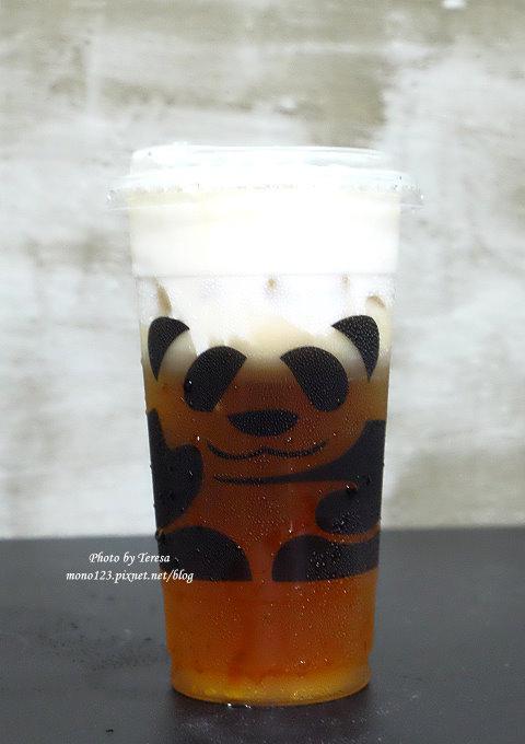 1499188066 4052097277 - 熱血採訪│三軒茶屋.萌萌的貓熊爬上杯子,吸睛又療癒,漸層的奶霜、鮮奶茶系列好喝度百分百,小三美日旁、新宿廣場對面