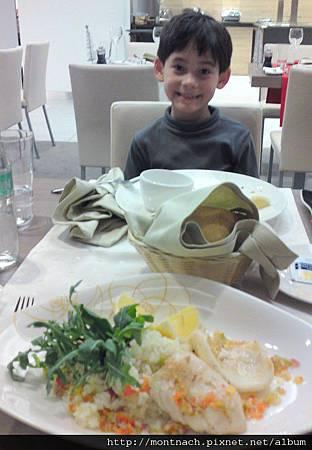 主菜是鐵板花枝佐義式燉飯