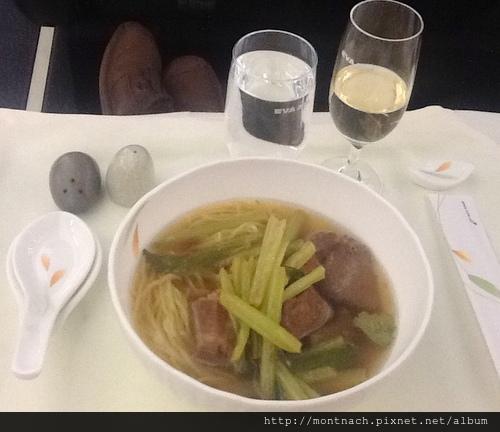 長榮桂冠艙網路預選主菜 泰式豬肉麵