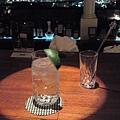 在Sunset Lounge喝gin tonic (日航成田酒店)