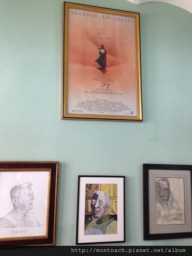 長年定居坦吉爾的美國作家Paul Bowles及電影遮蔽的天空