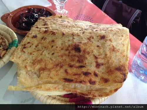 熱騰騰送上桌的msemmen煎餅