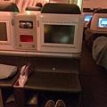 土航商務艙的ottoman可以放鞋子跟包包很方便