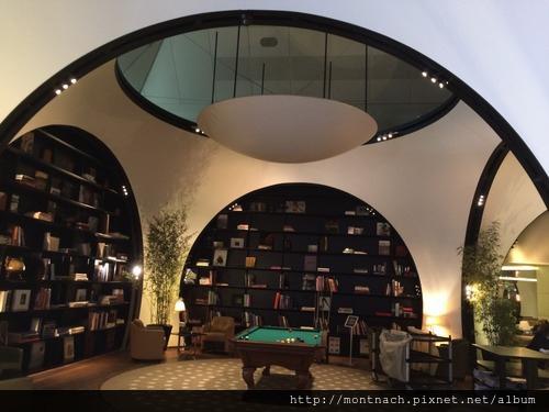 有格調的圖書館及撞球檯