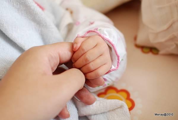 好小的手手啊