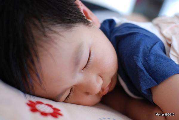 睡著的大寶看起來真的太可愛了