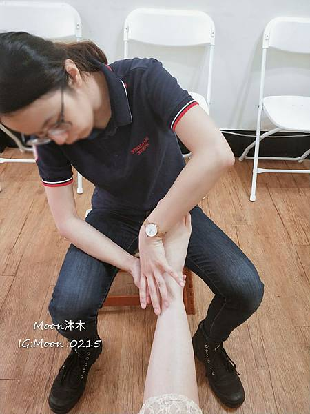 走四方 專業客制鞋墊中心 雙腳健康 物理治療師  矯正足型取摸 調整式鞋墊 成長 調整型鞋_18.jpg