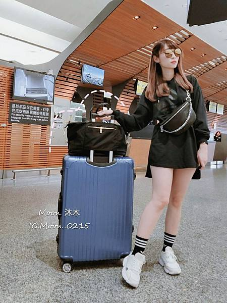 APPLIE 包包評價 推薦款式  Bobby 鎖鏈斜背腰包 浪跡天涯旅行袋 放置行李箱上 防水包包_190611_5.jpg