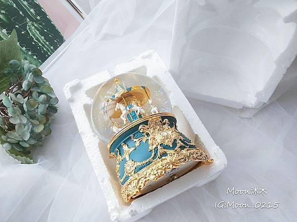 JARLL 旋轉木馬 水晶球 音樂盒 孔雀藍綠 冷瓷 讚爾藝術 情人節禮物推薦 生日禮物推薦 機場_7.jpg