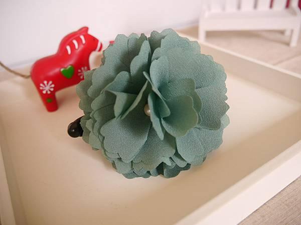 15、綠色珍珠繡球花相交夾