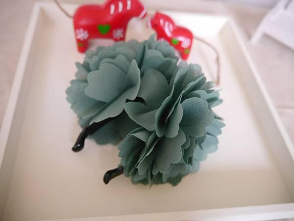 15、綠色珍珠繡球花相交夾(側照)