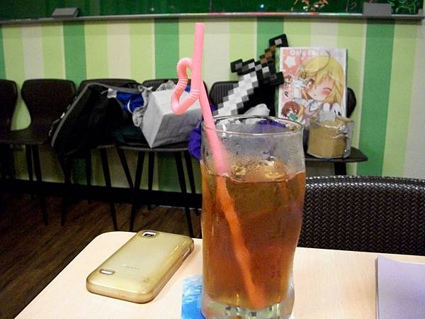 女僕店的飲料XD(跟外面不一樣的地方應該就是那個愛心了吧XD.JPG